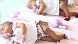 İkiz bebekler birlikte mi uyumalı?