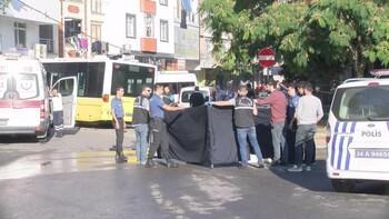 Halk otobüsü servis minibüsüne çarpıp dükkana girdi! Ölü ve yaralılar var...