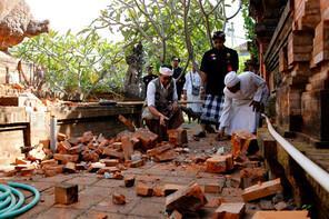 Son dakika: Endonezya'da 5.7 büyüklüğünde deprem
