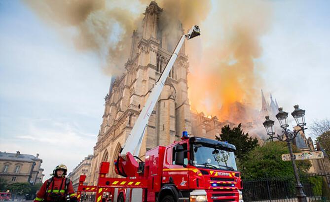 Tim Cook açıkladı! Notre Dame'a yardım...