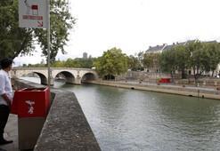 Sokak pisuvarları Parisi karıştırdı