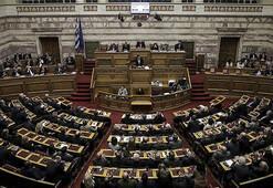 Yunanistan hükümetinde Makedonya istifası