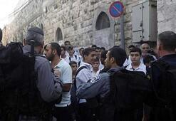 Yahudi yerleşimciler İbrahim Camisine baskın düzenledi