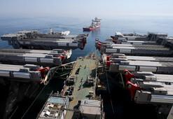 Dünyanın en büyük inşaat gemisi İstanbul Boğazından geçiyor