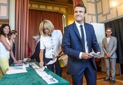 Son dakika... Fransada Macron fırtınası Seçimlerde ezici zafer geldi