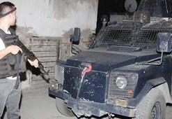 Adanada silahlar patladı Mahalle ablukaya alındı