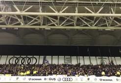 Fenerbahçeli taraftarlardan tribünde dikkat çeken tezahürat