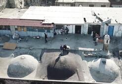 Tarihi hanın çatısındaki o baraka yıkılıyor