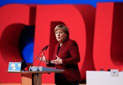 Son dakika... Merkelden şok açıklama Bırakıyor...