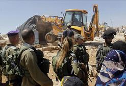 İsrail Batı Şeriada iki aileyi daha evsiz bıraktı