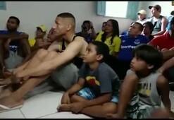 Brezilya Milli Takımına giren Richarlisondan coşkulu kutlama