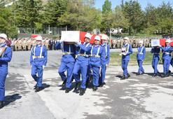 Hakkaride şehit askerler için tören
