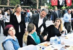 Vatandaşlar iftar sofralarında buluştu