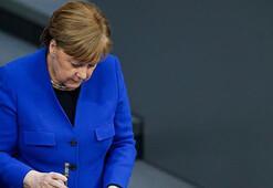 Almanyada Merkel hükümeti zor durumda
