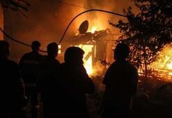Kütahyada korkutan yangın Ev ve ahır bu hale geldi...