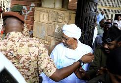Sudanda Ömer el Beşir darbeden sonra ilk kez görüntülendi