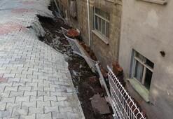 Binanın istinat duvarı çöktü, 23 daire boşaltıldı