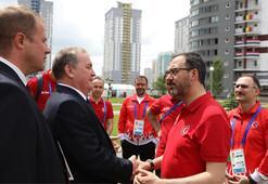 Bakan Kasapoğlu, Belarus'ta sporcu köyünü ziyaret etti