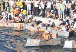 Kartondan tekneler Körfez'de yarıştı