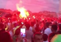 Cezayir Milli Takımının yarı finali zaferi sokakları şenliğe çevirdi
