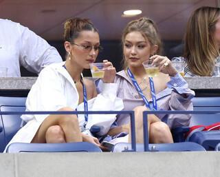 Gigi Hadid ve Bella Hadid, Serena Williamsın maçını izledi