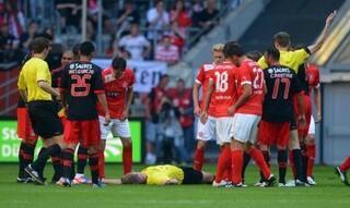 Luisao hakemi bayılttı, maç yarıda kaldı