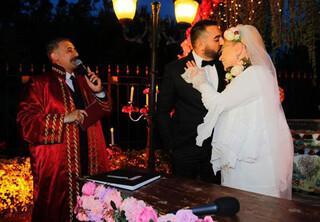 Dün evlendi, bugün boşanıyor